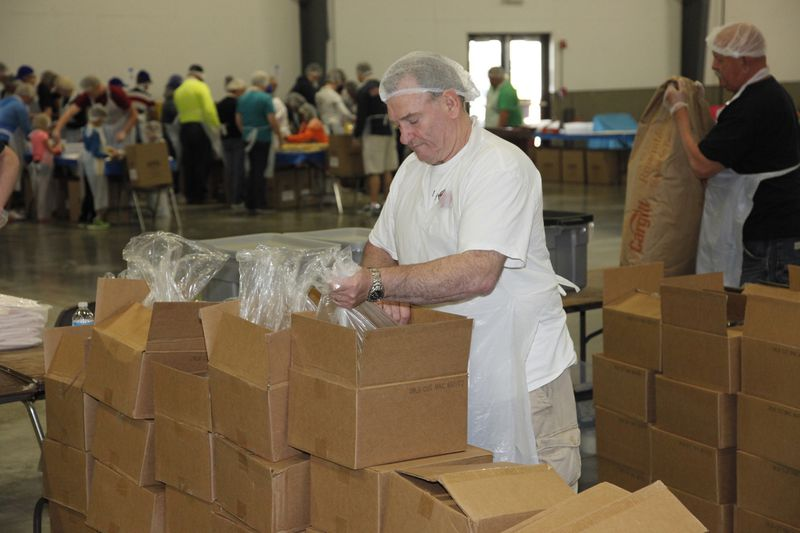 Hundreds of Medline Employees Come Together to Give Back, Supporting 30,000 in Lake County